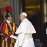 il papa e le guardie svizzere